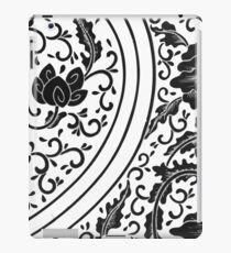 Black And White Retro Patterned Flowers Victorian Floral Design iPad Case/Skin