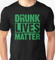 Betrunken lebt Materie Slim Fit T-Shirt