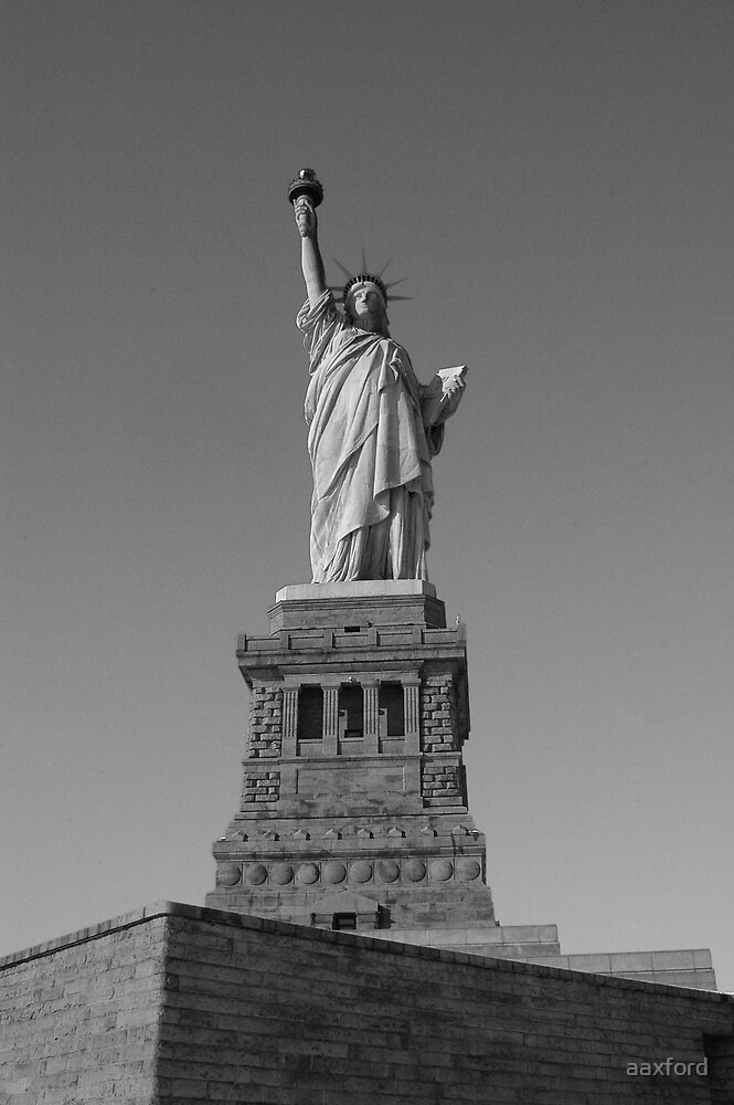 Statue of Liberty by aaxford