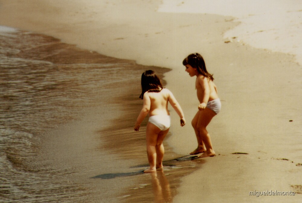 Girls on the seashore by migueldelmonte
