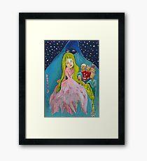The gift. El regalo Framed Print