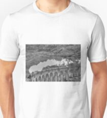 The Jacobite Steam Train, Glenfinnan Viaduct, Scotland. Unisex T-Shirt