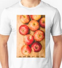 Delicious red apples T-Shirt