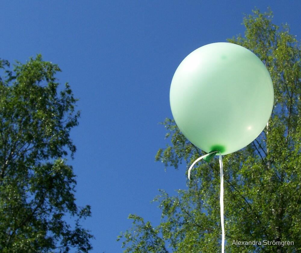 Green balloon by Alexandra Strömgren