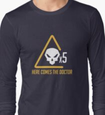 Here comes the doctor Long Sleeve T-Shirt