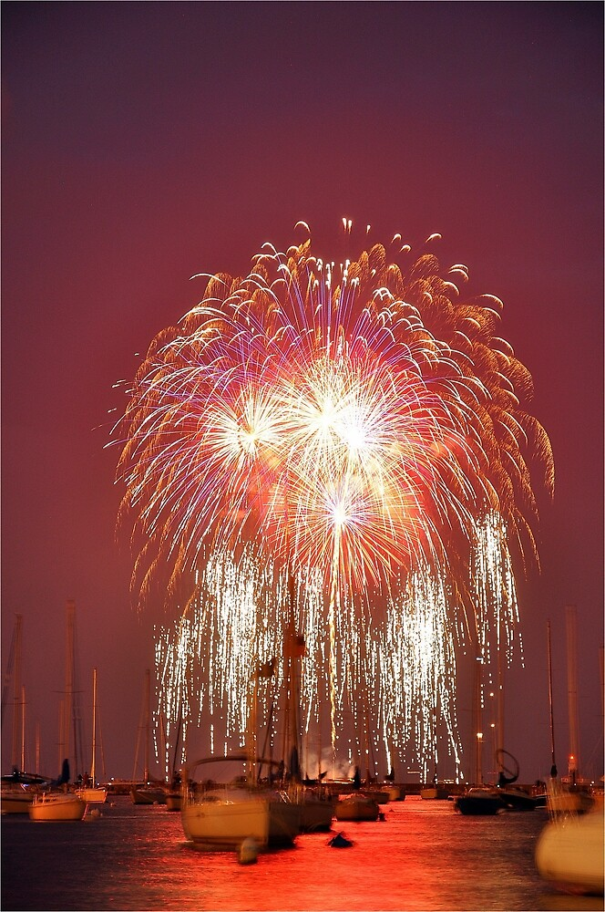 Fireworks Over Lake Michigan by chiRn