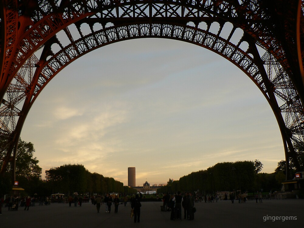Tour Eiffel at twilight by gingergems