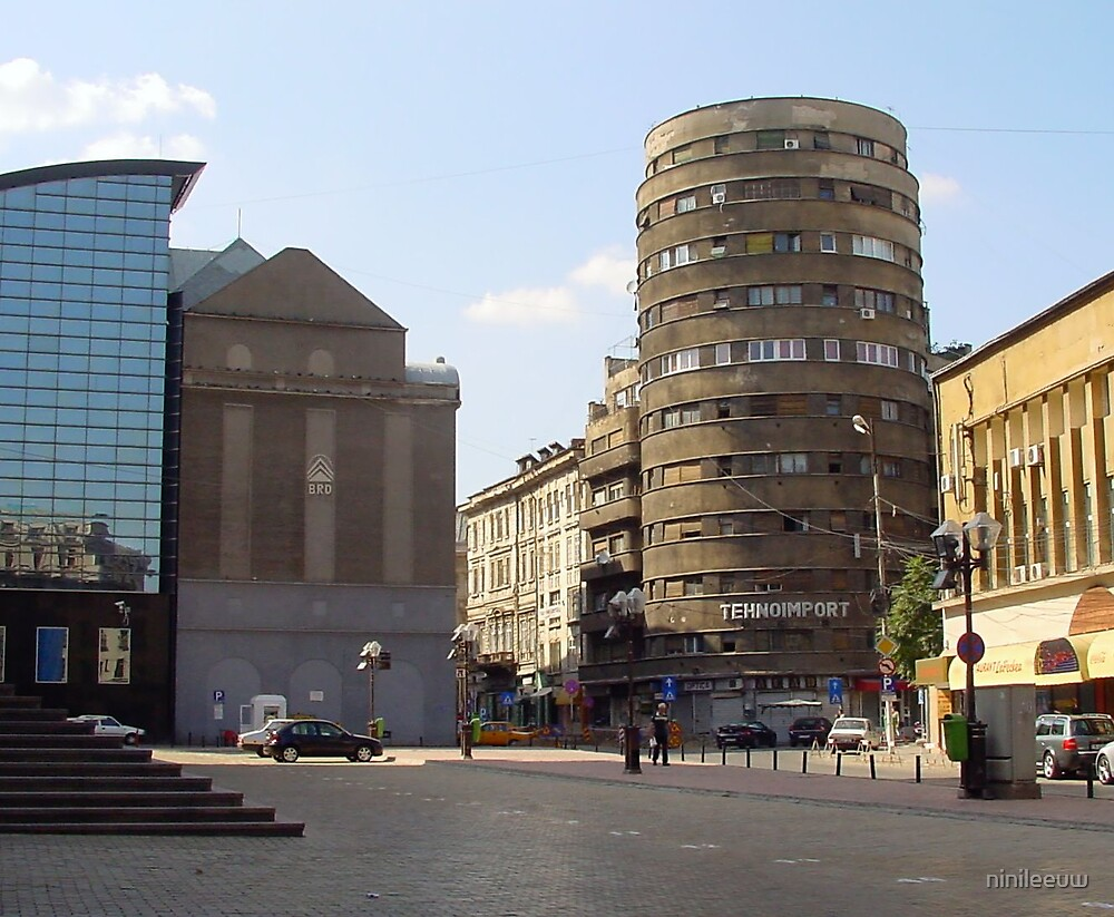 Boekarest Romania by ninileeuw