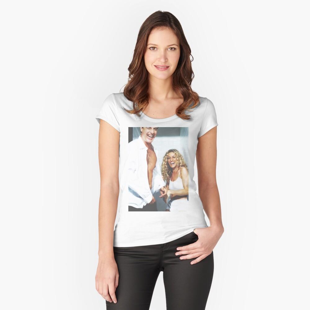 EL SEXO Y LA CIUDAD Camiseta entallada de cuello ancho