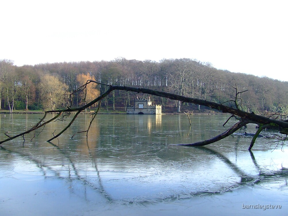 Newmillerdam boathouse January 2007 by barnsleysteve