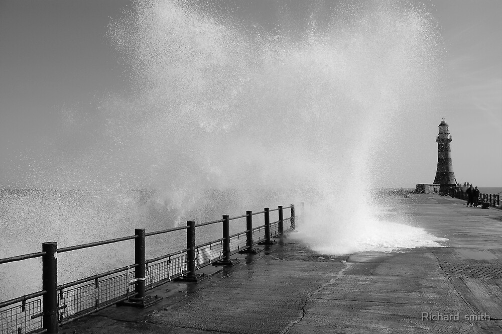 autumn waves by Richard  smith