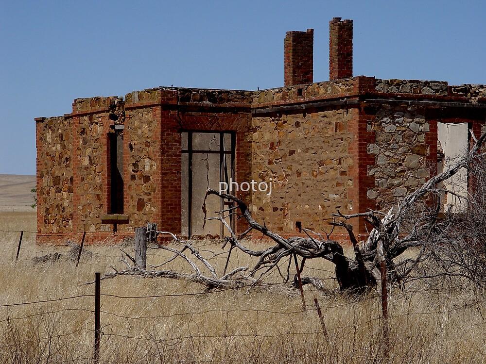Australia's Outback Homestead by photoj