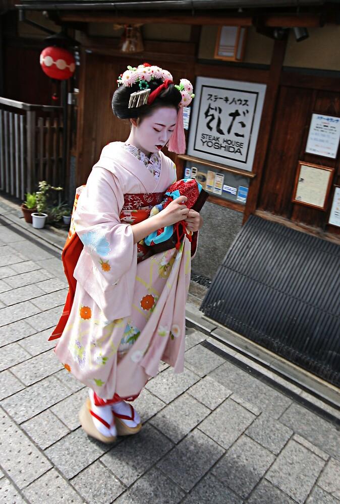 Gion District - Geisha (Kyoto) by Trishy