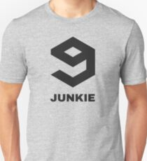 9gag junkie! When over 9000 posts are not enough.. T-Shirt