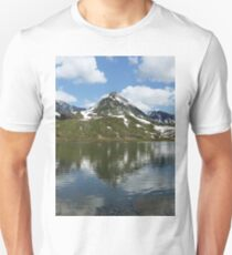 Panorama mountain landscape lake, mountains and clouds in blue sky on sunny day Unisex T-Shirt