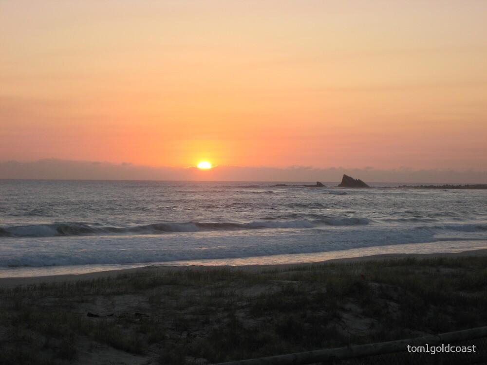 Currumbin Sunrise by tom1goldcoast