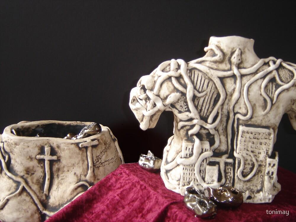 Pandora's Box-Sculpture (Back shot) by tonimay