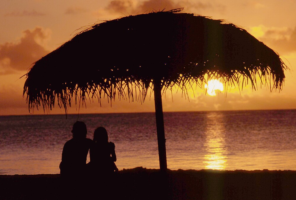 Couple enjoying the sunset by OrlandoScott