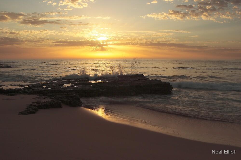 Waves - Culburra Beach by Noel Elliot