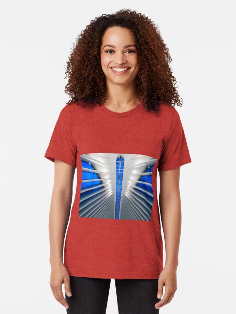 Vista alternativa de Camiseta de tejido mixto Detalle del Hub de Transporte del World Trade Center, Oculus, por el arquitecto Santiago Calatrava | Nueva York, NY