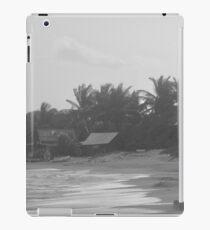 Beach in black and white iPad Case/Skin