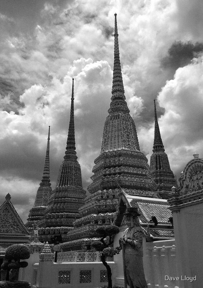 Wat Po, Bangkok by Dave Lloyd