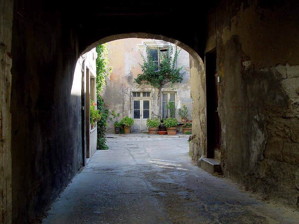 a courtyard in France by inholms