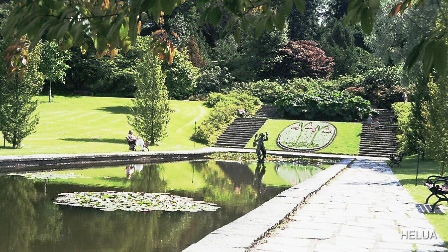 Linneas in the Garden 2007 by HELUA