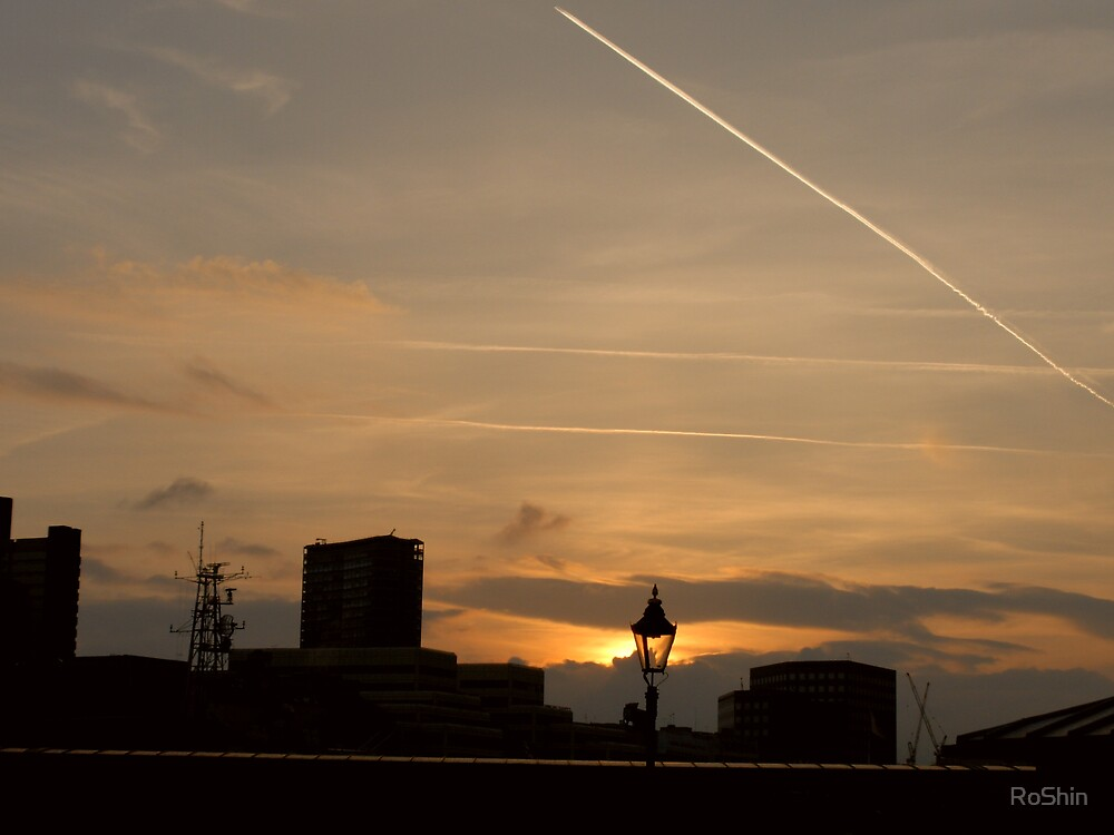 London Sunset by RoShin