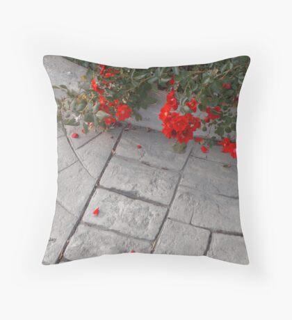 Petali Rossi Throw Pillow