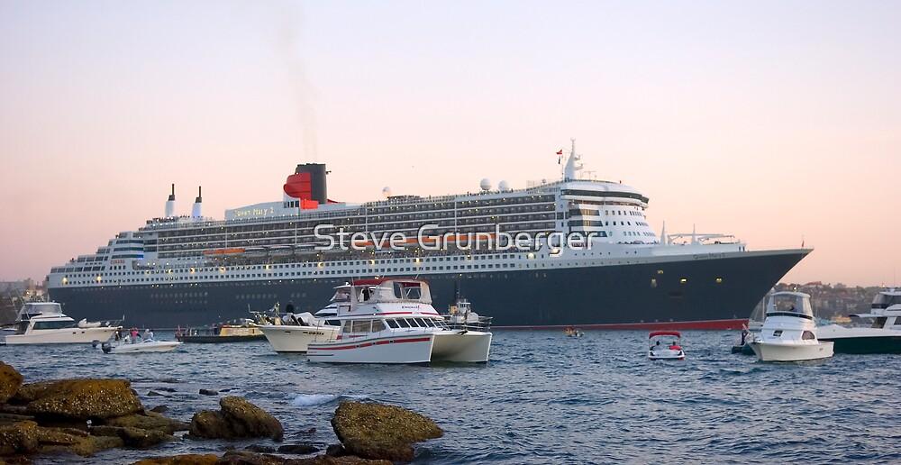 Queen Mary II by Steve Grunberger