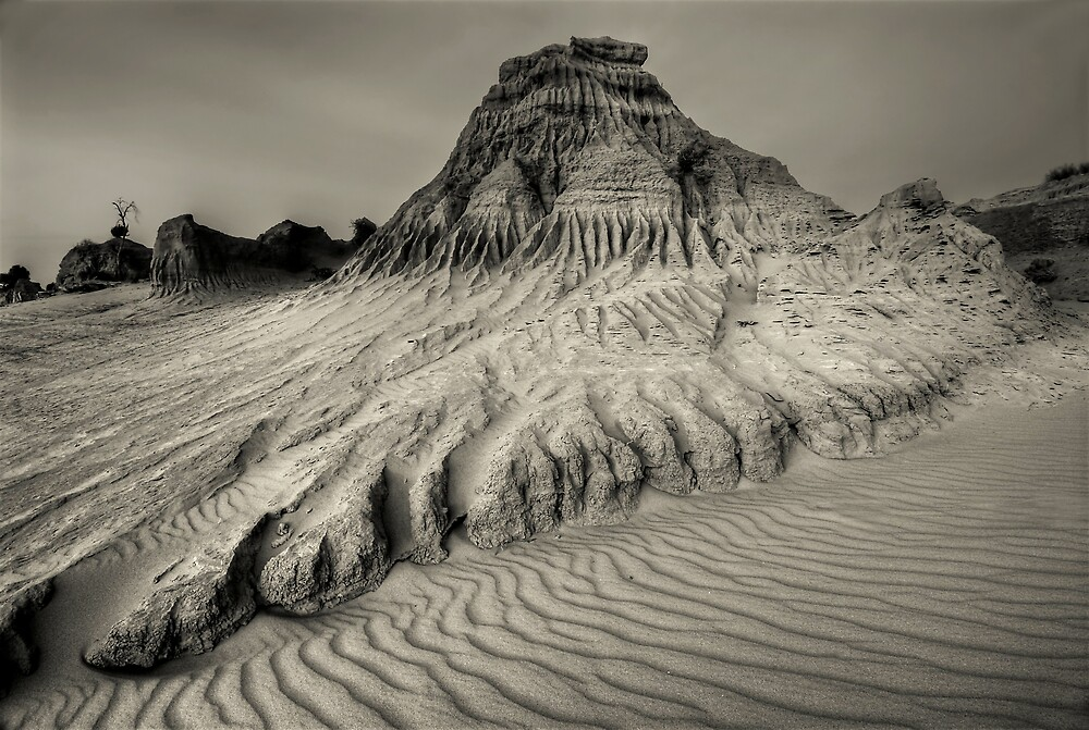 Mungo Mono by Robert Mullner