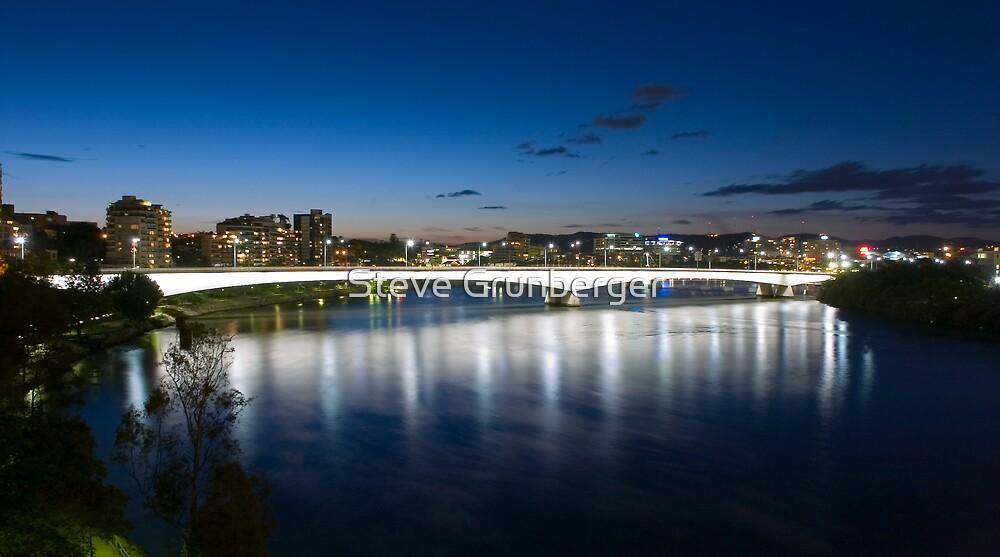 Captain Cook Bridge - Brisbane by Steve Grunberger
