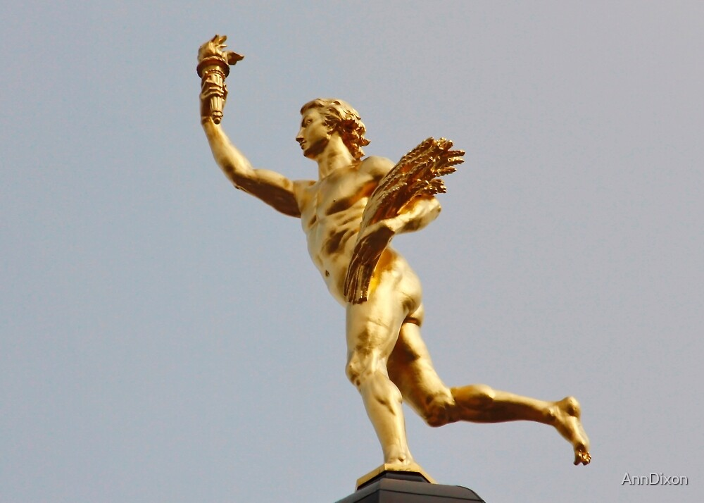 Golden Statue by AnnDixon
