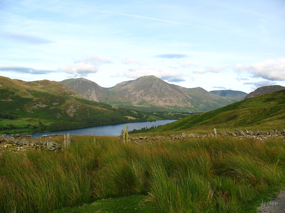 Loweswater with Bassenthwaite in the background by leelee