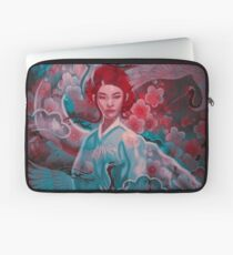 Girl and the dragon Laptop Sleeve