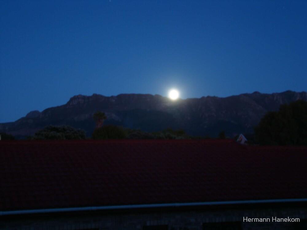 Setting of a full moon by Hermann Hanekom
