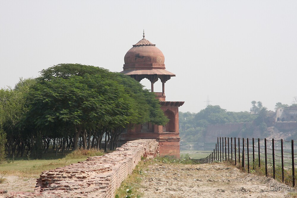 Across the river from the Taj Mahal by GarthS