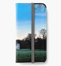 While the country-house seemed still asleep iPhone Wallet
