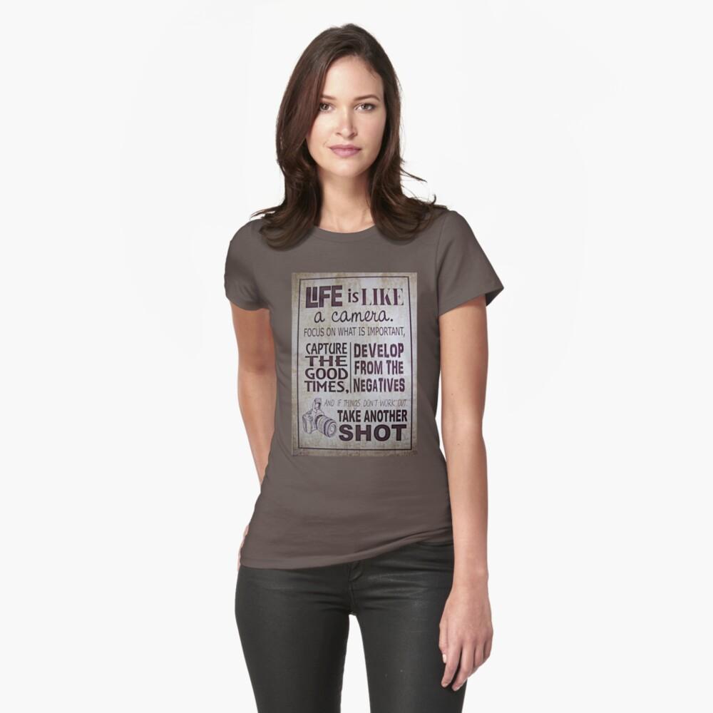 """""""Das Leben ist wie eine Kamera"""" Tailliertes T-Shirt"""