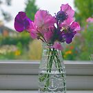 Sweet pea posy by Lynn Excell