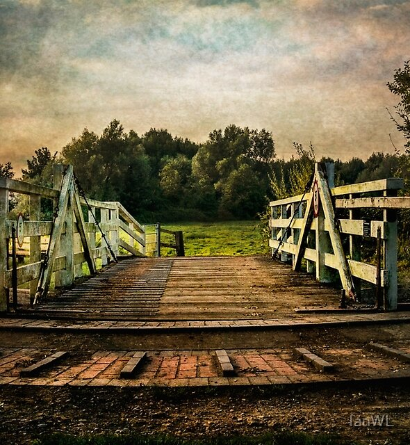 Kennet and Avon Swing Bridge At Sulhamstead by IanWL