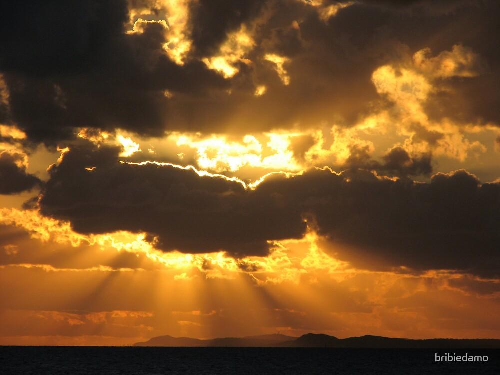 Sunrays over Moreton by bribiedamo
