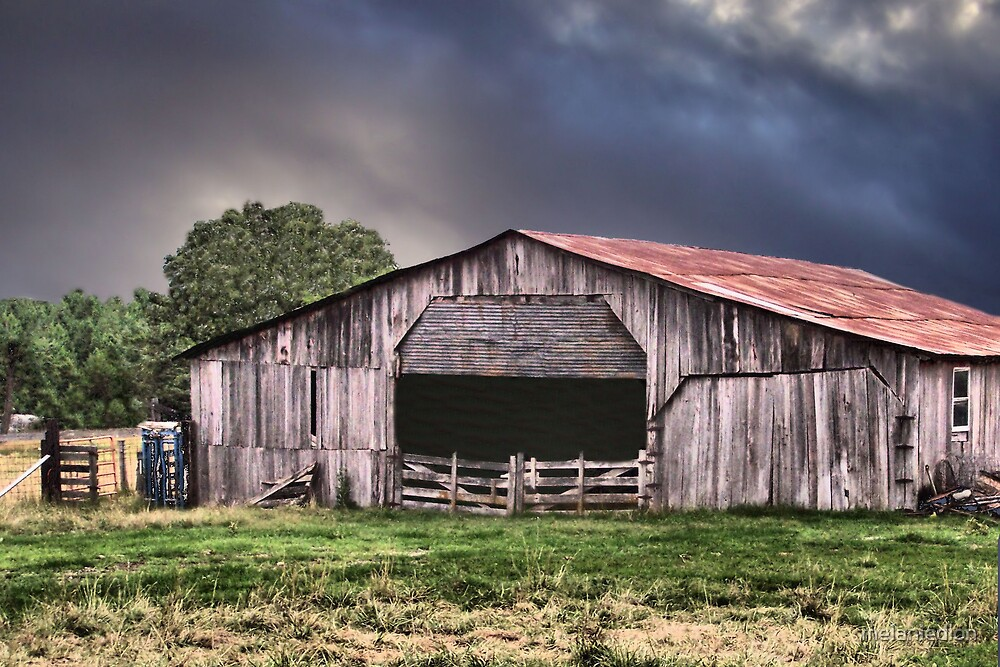 Red Roof Barn by melaniedion