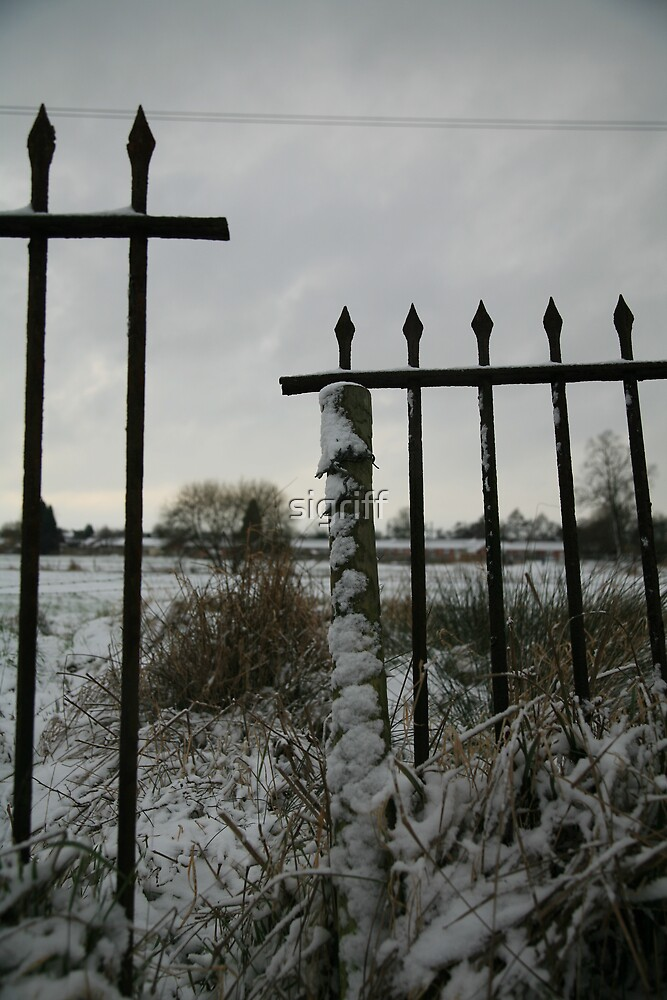 Broken Fence : Photography by Alys Griffiths by sigriff