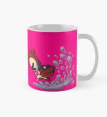 Bernard se dépêche à travers une flaque d'eau Mug
