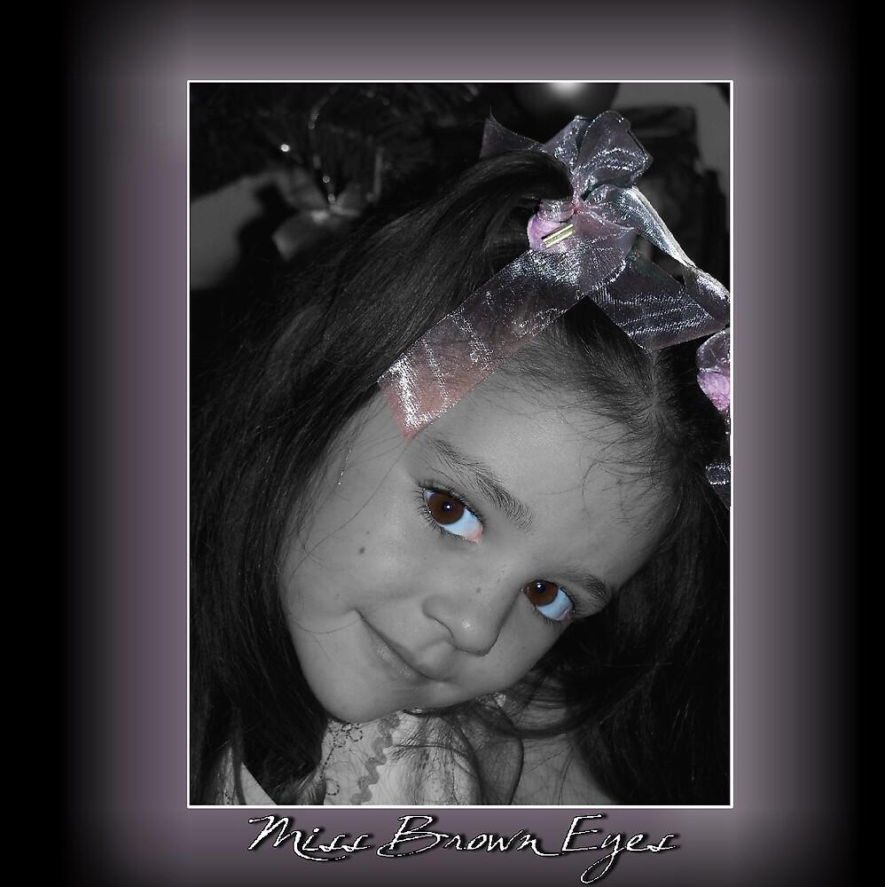Miss brown eyes by HannahS