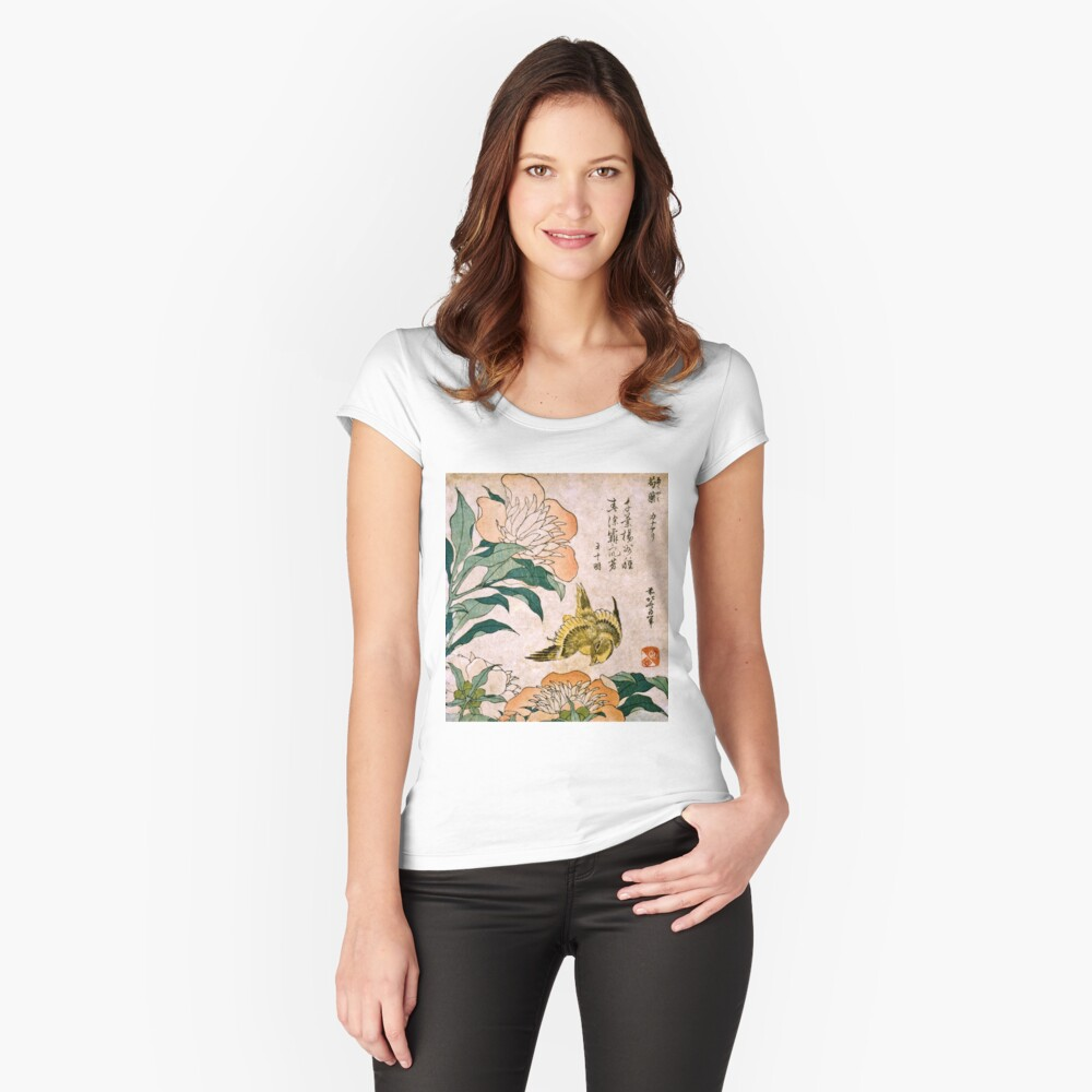 Hokusai Katsushika - Peonía y Canarias Camiseta entallada de cuello ancho