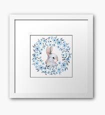 Kaninchen und Blumenkranz Gerahmtes Wandbild