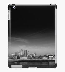 M E A N D E R iPad Case/Skin